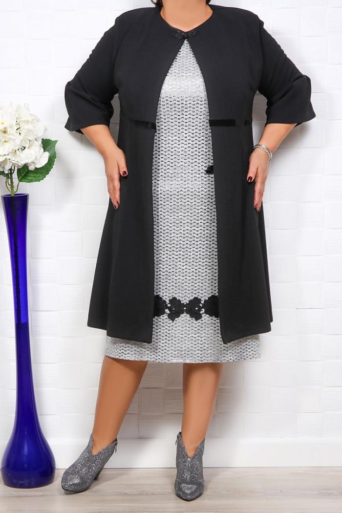 Compleu Dama rochie si sacou, cu insertii stralucitoare accesorizata la mansete si la baza rochiei.Sacoul nu este captusit. Material: stofa usor elastic Lungimea este de aproximativ 110-118 cm in functie de marime.
